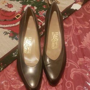 Dark brown Ferragamo low heel leather shoes